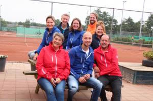 1e rij v.l.n.r. Linda, Hans, Susan, Luuk & Ank; 2de rij v.l.n.r. Jeannette, Stefan & René